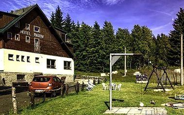 Pobyt pro dva s polopenzí, saunou + zapůjčení kol, v hotelu Maxov na výběr i varianta dítě zdarma.