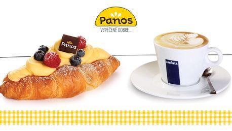 Croissant s pudinkem a šálek kávy
