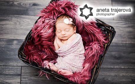6 profesionálních fotografií novorozeňat v ateliéru Anety Trajerové v Praze