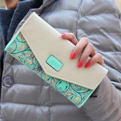 Dámská peněženka zdobená kvítky