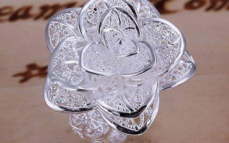 Květinový prsten s dokonalým detailním zpracováním - dodání do 2 dnů