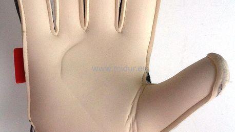Fotbalové vybavení: míč na halový fotbal nebo brankářské rukavice, možnost osobního odběru