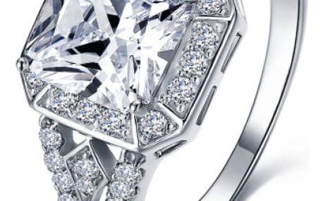 Luxusní prsten s kamenem se zirkony