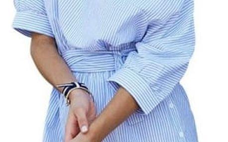 Modré pruhované šaty se spadlým ramenem