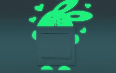 Svítící samolepka na vypínač - Králíček se srdíčky