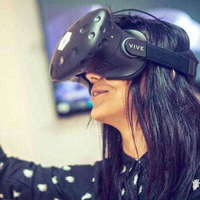 Virtuální realita nebo závodní simulátor pro 5