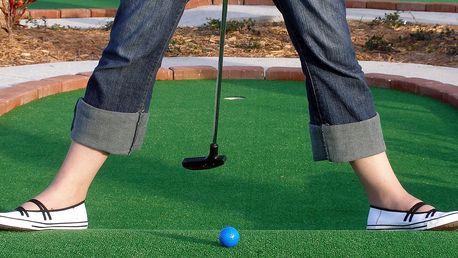Hodina jedinečného adventure golfu pro rodinu