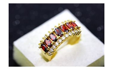 Bohatě zdobený prsten s volitelnou barvou kamínků