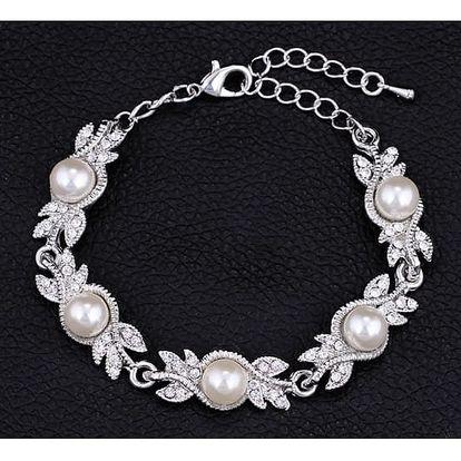 Náramek v podobě drobných lístků a perel