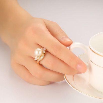 Dámský prsten ve zlaté barvě s perlou