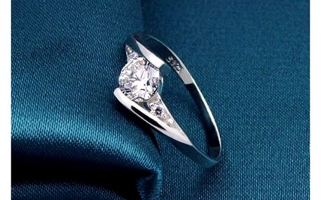 Minimalistický jemný prstýnek s kamínkem - více velikostí