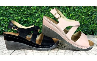 Dámské módní sandále na klínku