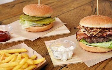 Vege burger s kaktusem, hovězí burger a hranolky