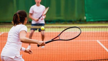 Vstup na tenisový antukový kurt v Železné Rudě