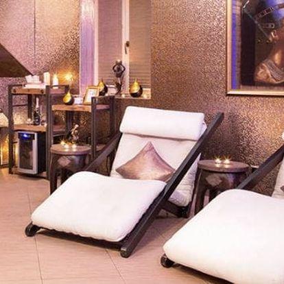 Privátní wellness pro dva na 60-120 minut v luxusním hotelu v Praze: finská sauna a whirlpool