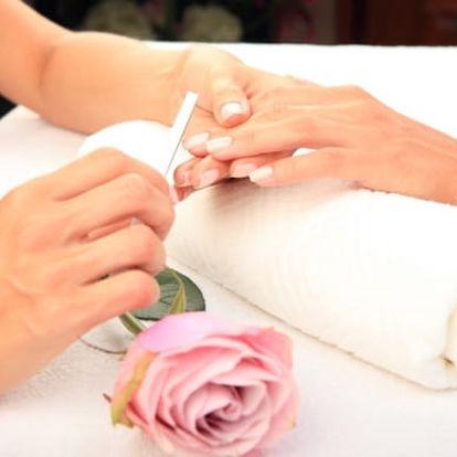 Manikúra nebo pedikúra s možností lakování i aplikace gelových nehtů