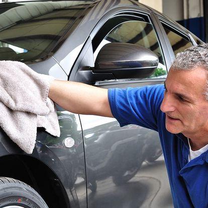 Dopřejte autu generální úklid: tepování sedaček s možností kompletního mytí vozu v Praze