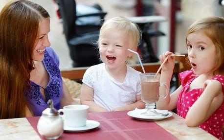 Káva a horká čokoláda v baby friendly kavárně