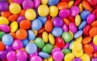 Něco na mlsání: barevné dražé bonbonky
