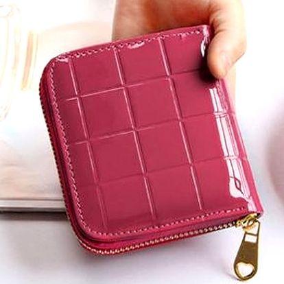 Stylová dámská lakovaná peněženka která zaujme na první pohled.