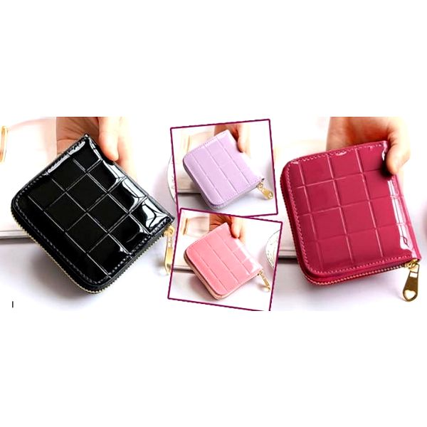 Malá elegantní dámská peněženka na mince vhodná do každé kabelky.Na výběr v několika variantách.