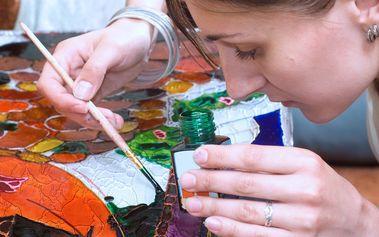 Probuďte svou kreativitu - kurzem podmalby na sklo