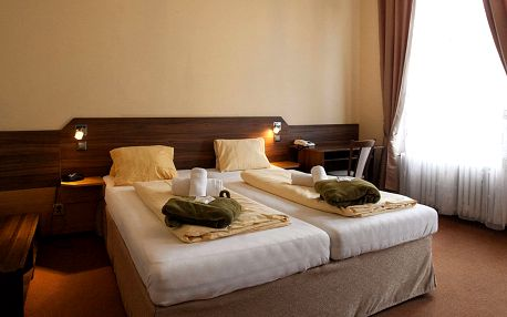 Lázeňský Hotel Sevilla*** ve Františkových Lázních s polopenzí, wellness a procedurami
