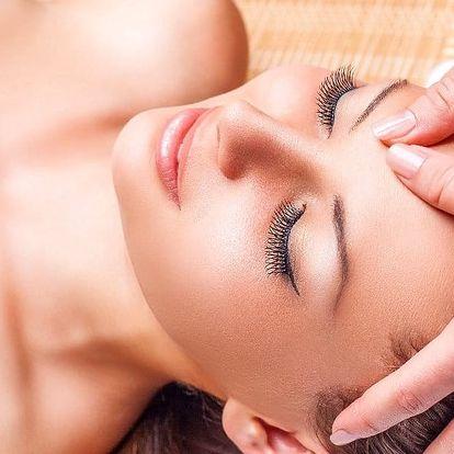 Relaxační masáž obličeje, krku, dekoltu i uší