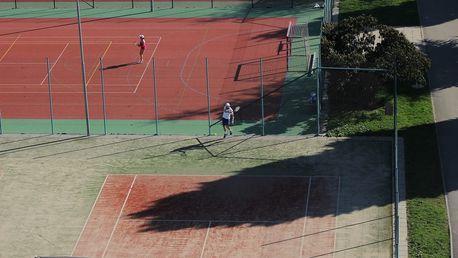 Pronájem venkovního tenisového kurtu na 1 hod. či na 2-10x 2 hod. včetně raket a míčků