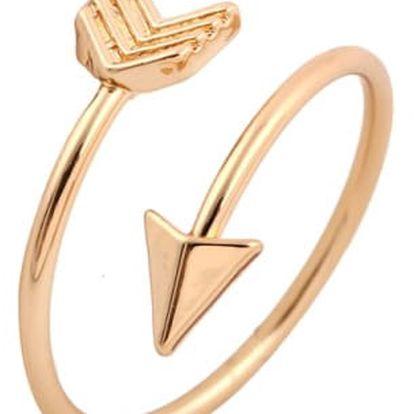 Jemný prsten ve tvaru Amorova šípu