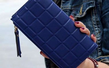 Dámská podlouhlá peněženka s motivy čtverečků