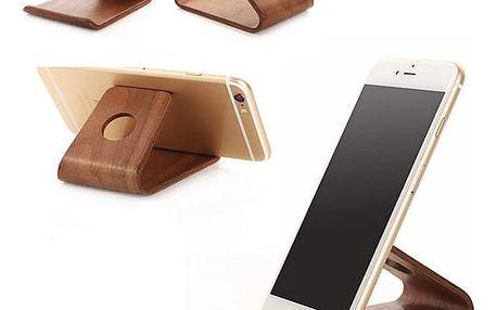 Dřevěný stojánek na smartphone