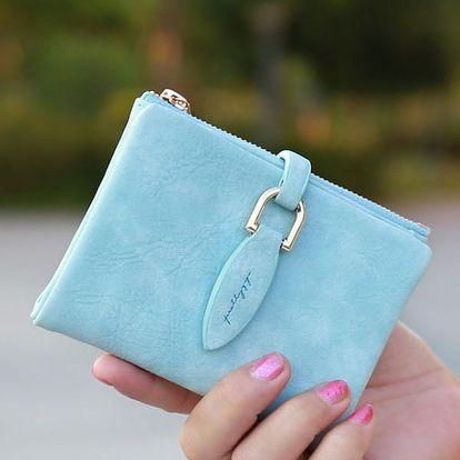Dámská cestovní kompaktní peněženka v matném provedení