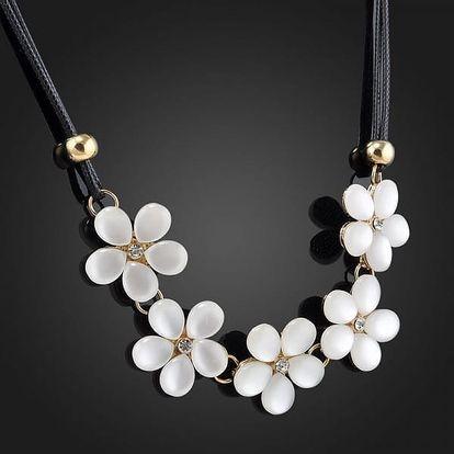 Květinový náhrdelník v jemném bílém odstínu - dodání do 2 dnů
