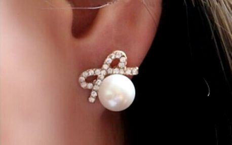 Elegantní náušnice s falešnou perličkou