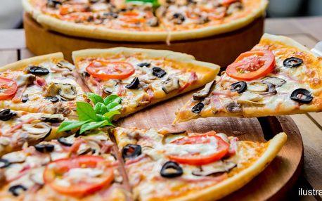 Dvě pizzy s čerstvými surovinami