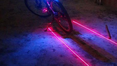 Laserové zadní LED světlo na kolo