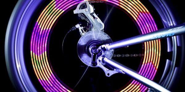 LED měnící se světlo do výpletu kola