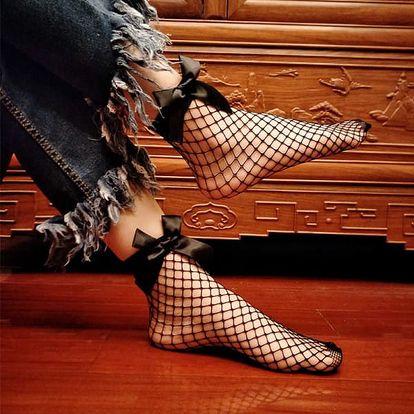 Síťované černé ponožky s mašlí
