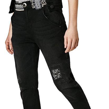 Desigual černé boyfriend džíny Jeans 4 s výšivkami - 26