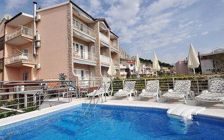 Chorvatsko - Omišská riviéra, 8 dní ve vile s bazénem pro 1 osobu