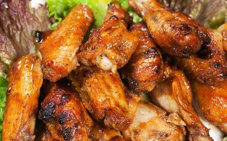 Kuřecí řízky nebo křídla s přílohou a malinovkou pro 4 osoby