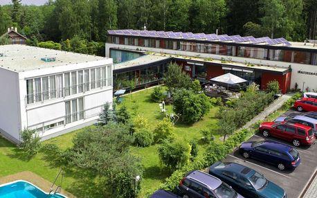 Lázeňské sanatorium Dr. Peták ve Františkových Lázních s polopenzí, procedurami a venkovním vyhřívaným bazénem