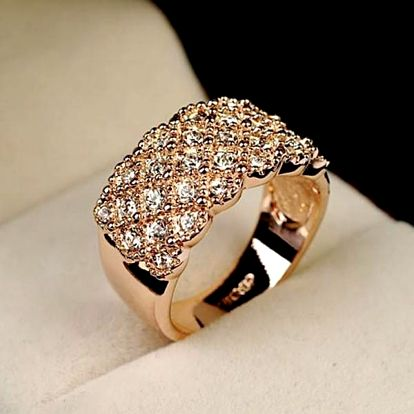 Krásný výrazný prsten s mnoha kamínky - 2 barvy