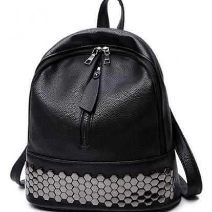 Trendy černý batoh se zajímavou aplikací