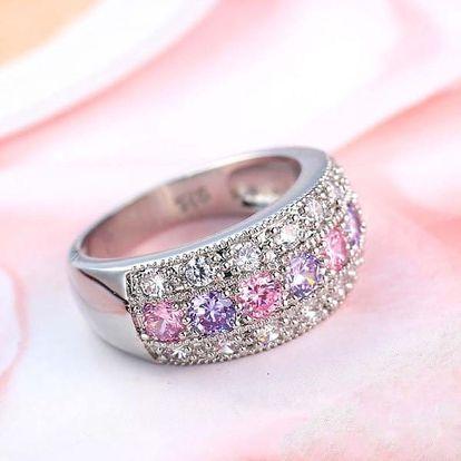 Dámský třpytivý prsten s růžovými a fialovými kamínky - různé velikosti