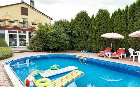Penzion Pod Zvonem v Západních Čechách s polopenzí a volným vstupem do bazénu a na sportoviště