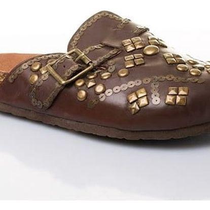Dámské kožené pantofle s ozdobnými cvočky hnědé