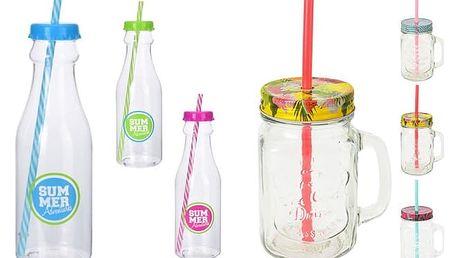 Plastová lahev s brčkem nebo sklenička s brčkem pro oslavy bez rozlitých nápojů