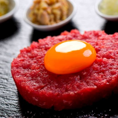 Tatarský biftek z hovězí roštěné a topinky